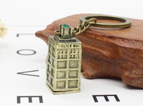 MISC: METAL TARDIS KEY CHAIN (NEW)